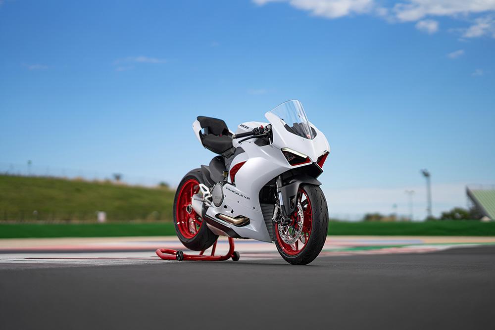 Panigale V2 contro V4, qual'è la Ducati migliore?